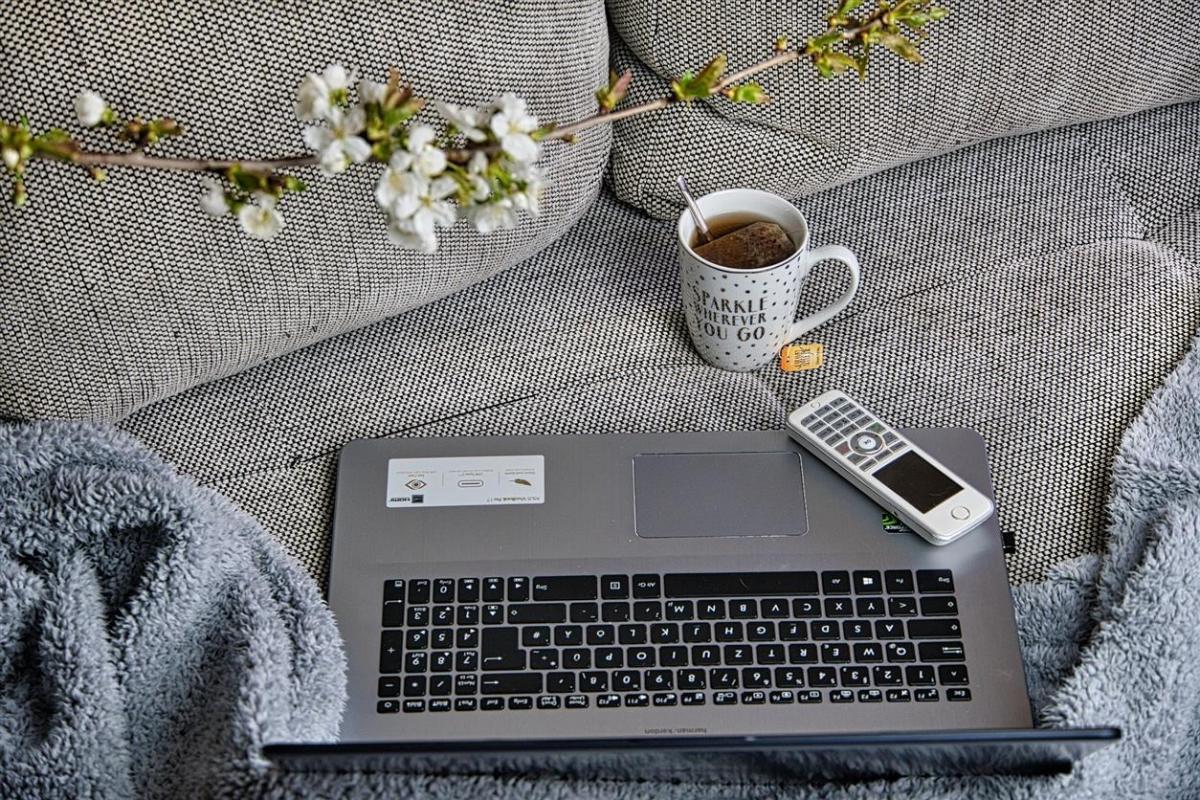 home-office-4980353_1920_0.jpg
